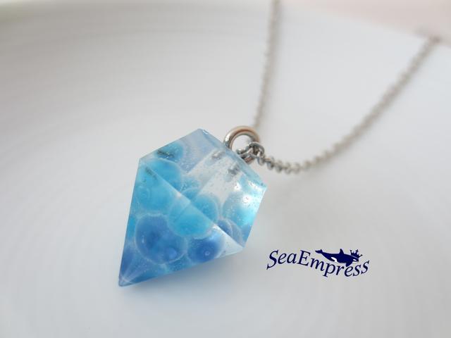 青のガラス玉と透明な宝石*レジンネックレスNo.25