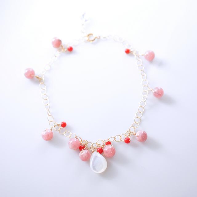 インカローズと染め珊瑚・白蝶貝のブレスレット 〜Rufina