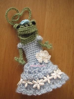 【SALE】あみぐるみ!ケロリップカバー・水色レースドレスのケロリーヌさん♪