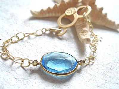 サファイアブルーの海と泡のブレスレット