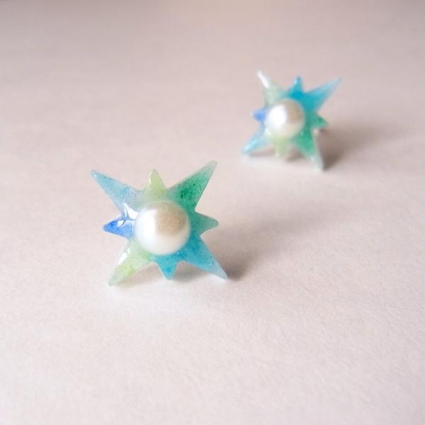 【水彩】と【輝星】のパールピアス《海》