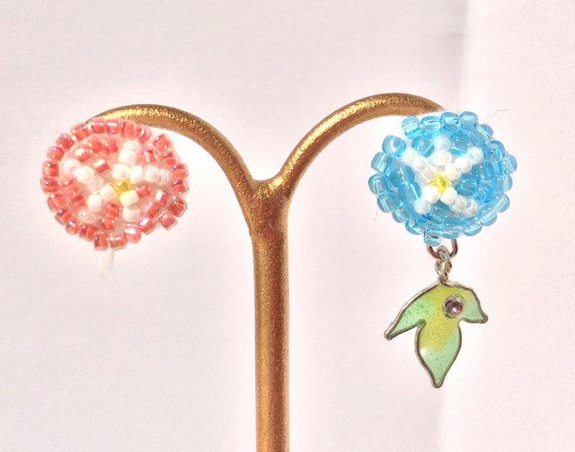 ビーズ刺繍のアサガオ樹脂ノンホールピアス