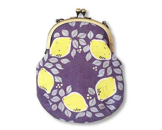 [再販]オリジナルテキスタイル「レモンのリースNavy」のガマグチポーチ