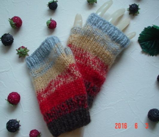 ba4na7***さまのご予約専用です!☆彡鮮やか発色シンプルな指なし手袋(ハマナカ製モヘア)