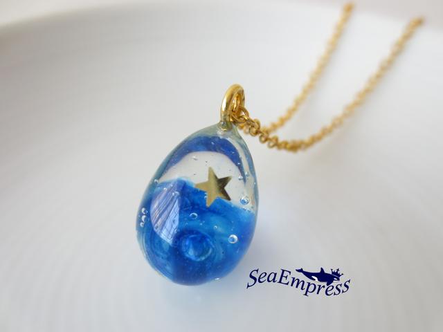 ゴールド星と青い夜空な雫ネックレス