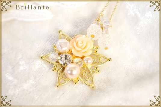 Christine necklace (rose)