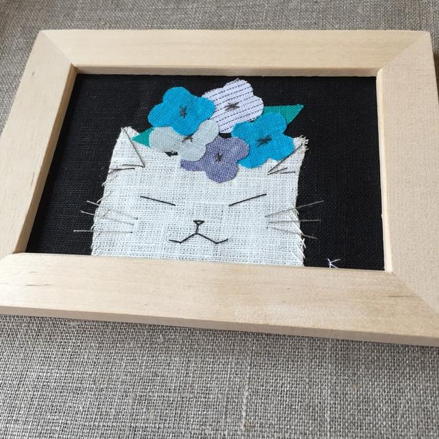 猫刺繍イラスト額入り『青い花』