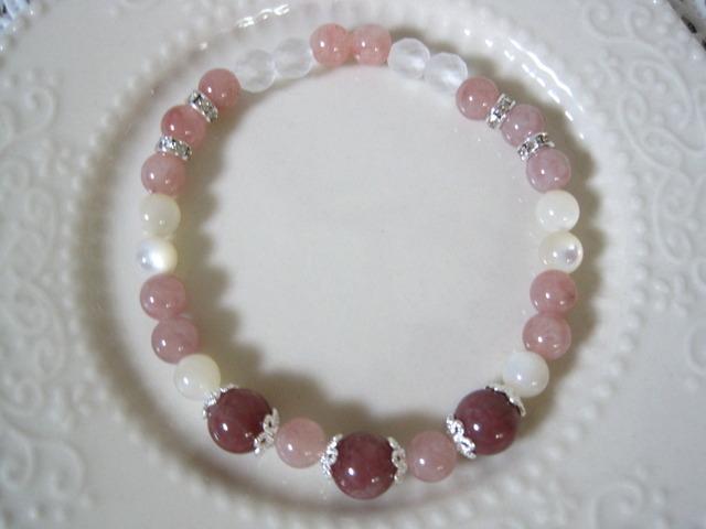 ピンク系のブレスレット