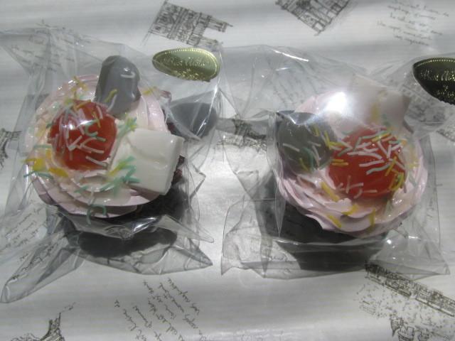 2個セット ピンク・ホイップ・デコ・カップケーキの マグネット スイーツデコ