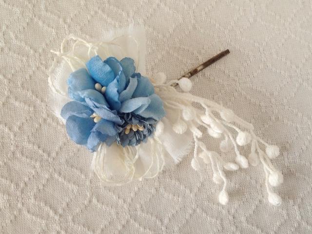 染め花のヘアピン(ライトブルー)