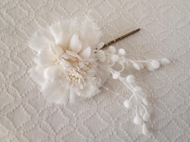 染め花のヘアピン(オフホワイト)