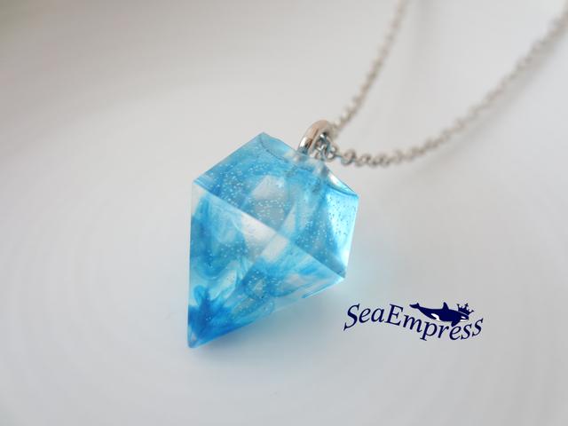 青と透明のマーブルな宝石ネックレス