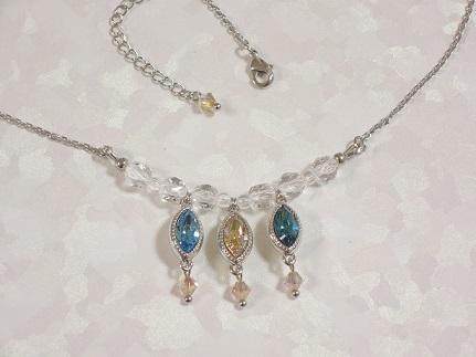 スワロフスキーと水晶のネックレス ブ...