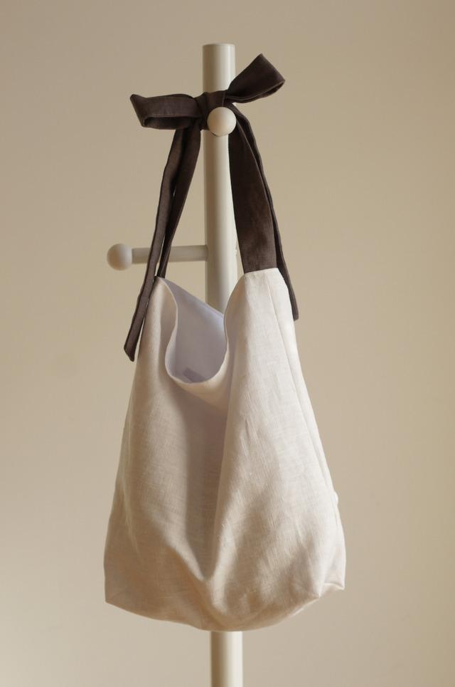 リネンリボンのバッグ(ホワイト×チャコールグレー )