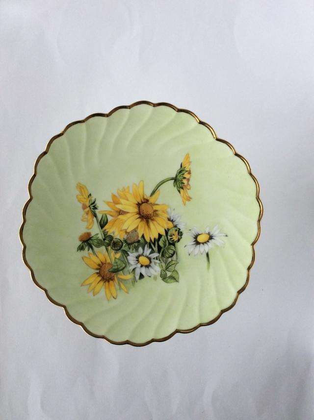 花の絵柄のコンポート