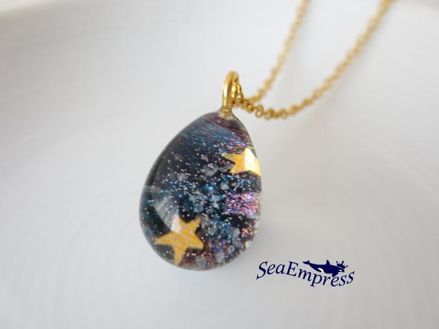 ゴールドの星と煌く宇宙の雫*レジンネックレスNo.34