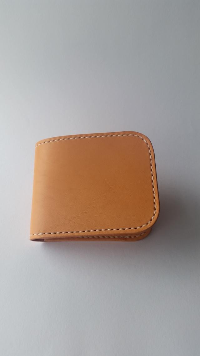 ラティーゴレザーの二つ折り財布