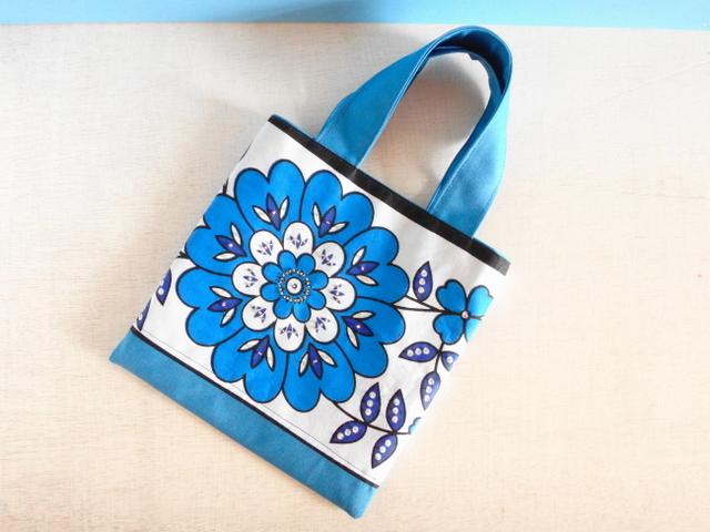 アフリカンカンガ*休日のお散歩バッグ(青い花)