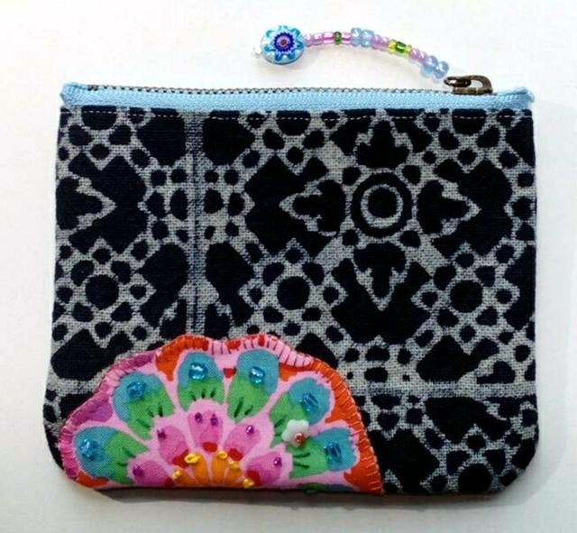 モン族藍染バティックとお花のミニポーチ 6