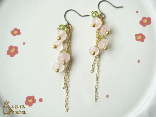桃色小花のピアス
