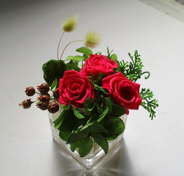 【プリザーブドフラワー】グラス入りのバラ3輪