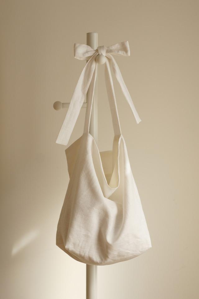 【mimukeiさまご予約分】リネンリボンのバッグ(ホワイト)