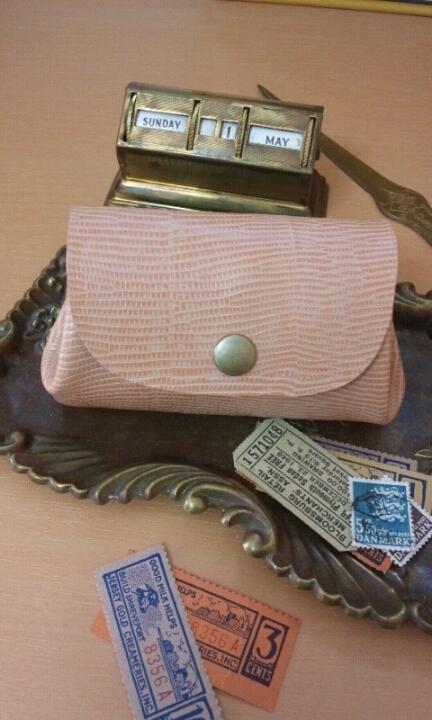 ころん財布(ポーチ):型押しのピンク