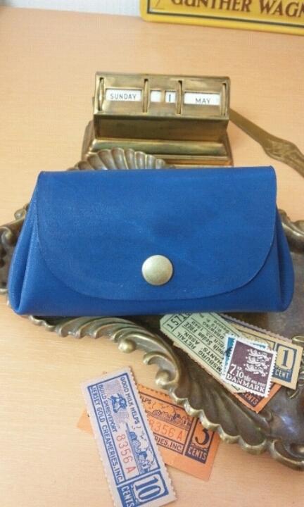ころん財布(ポーチ):鮮やかな青