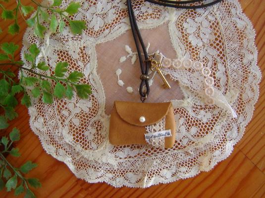 革の小さなバッグのネックレス ♯3