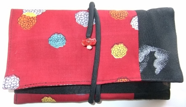 着物リメイク 花柄の着物と黒の羽織で作った和風財布 1523