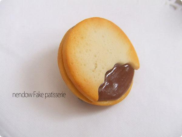 チョコサンドクッキーブローチ