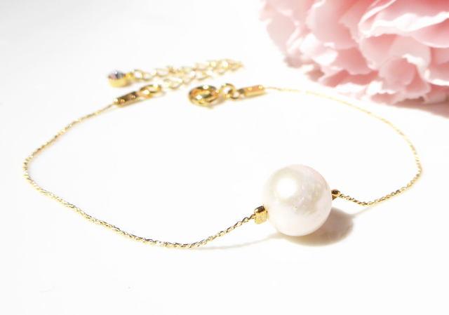 淡水真珠の華奢なブレスレット