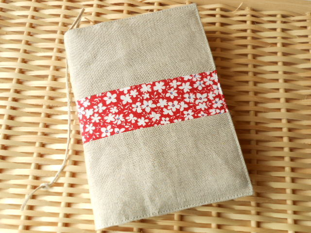 リネンと赤い花の文庫本用ブックカバー