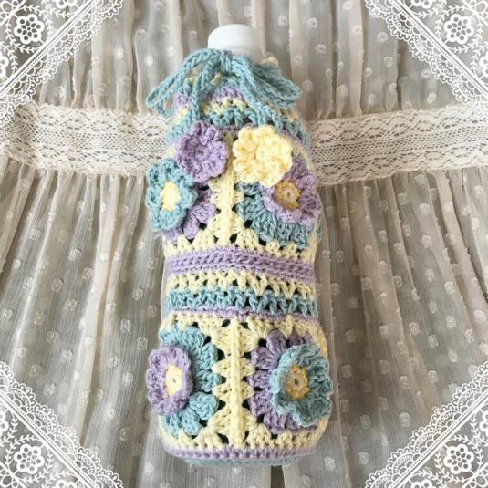 お花いっぱい かぎ針編みのペットボトルケース