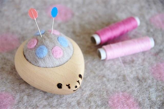 羊毛ピンクッション【針山】 はりねずみ 水玉 パステルピンク×水色