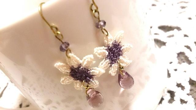 【送料込】真ん中紫色お花レースと雫ビーズのピアス