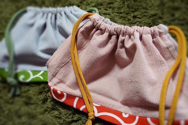唐草模様の巾着袋。