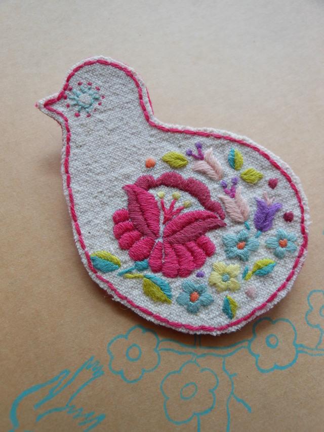 鳥の刺繍ブローチ B