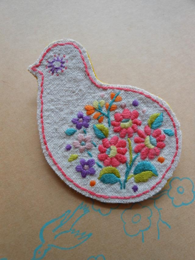 鳥の刺繍ブローチ C