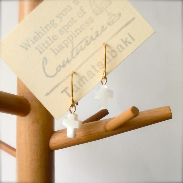マザーオブパール * クロスの耳飾り