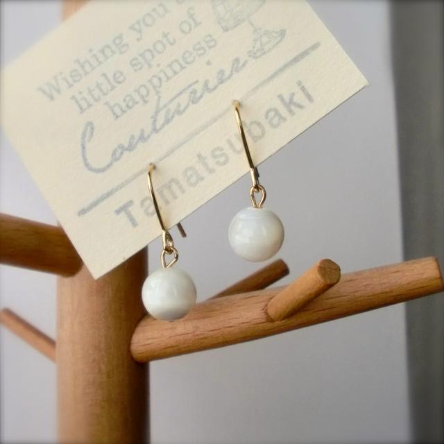 マザーオブパール * 8mm玉の耳飾り