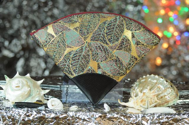 西陣織 金襴 扇形クラッチバッグ 葉脈紺地サビ箔 プロトタイプ