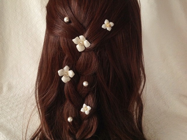 染め花を樹脂加工したアジサイのスパイラルヘアピンセット・パールUピン付(ホワイト)