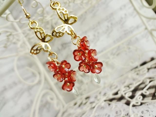 お花ピアス2:蝶と赤花