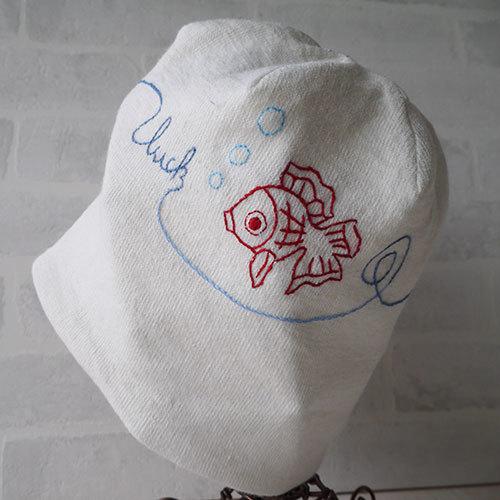 金魚を刺繍したアイリッシュリネンニット生地のニット帽