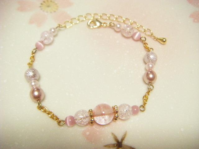 桜色チェーンブレスレッド。