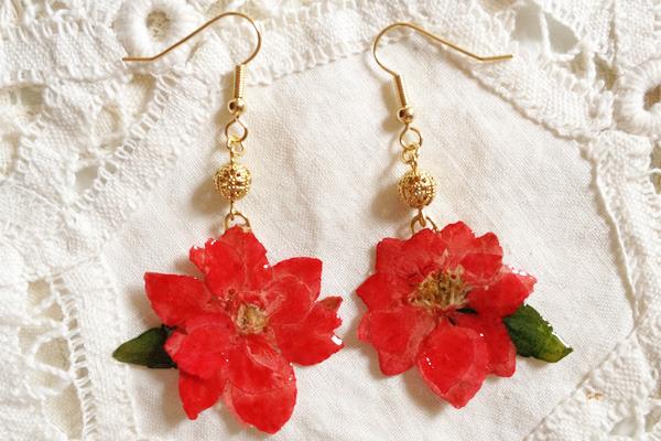 LITTLE RED FLOWEWS