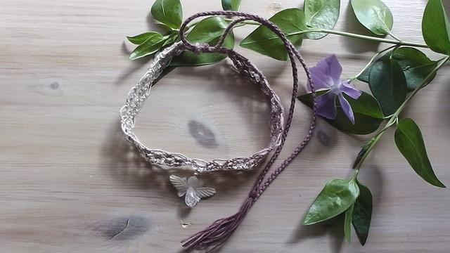 麻の天然石アクセサリー 天使のチョーカー 水晶  (白生成〜赤紫)