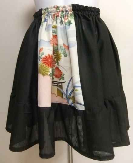 着物リメイク 黒の絽と花柄の着物で作ったミニスカート 1543