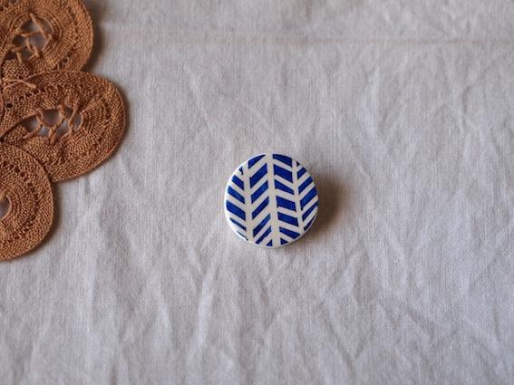 葉っぱもようのブローチ(丸)青